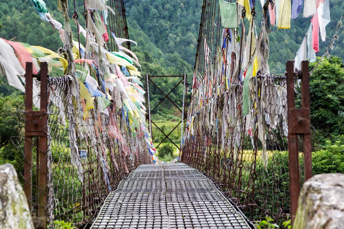 Bridge to Khamsum Yulley Namgyal Chorten